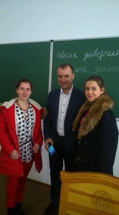 Школа універсального журналіста: керівник ШУЖ Віталій Голубєв з учасницями курсів